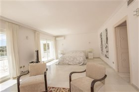 Image No.12-11 Bed Villa / Detached for sale
