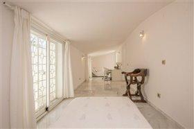 Image No.13-11 Bed Villa / Detached for sale