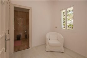 Image No.15-11 Bed Villa / Detached for sale