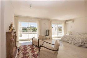 Image No.19-11 Bed Villa / Detached for sale