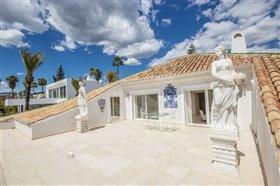 Image No.22-11 Bed Villa / Detached for sale