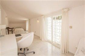 Image No.23-11 Bed Villa / Detached for sale