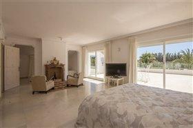 Image No.24-11 Bed Villa / Detached for sale