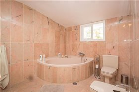Image No.25-11 Bed Villa / Detached for sale