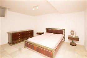 Image No.27-11 Bed Villa / Detached for sale