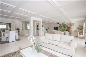 Image No.5-11 Bed Villa / Detached for sale