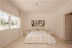 Image No.8-11 Bed Villa / Detached for sale