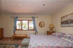 Image No.12-8 Bed Villa / Detached for sale