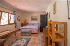 Image No.15-8 Bed Villa / Detached for sale