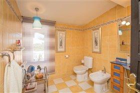 Image No.21-8 Bed Villa / Detached for sale