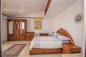 Image No.23-8 Bed Villa / Detached for sale