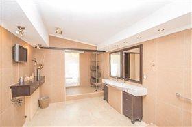 Image No.25-8 Bed Villa / Detached for sale