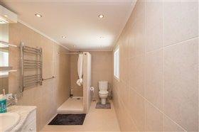 Image No.27-8 Bed Villa / Detached for sale