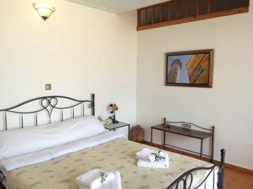 13-Mezzanine-Master-Bedroom