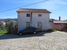 Troviscal, Village House