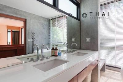 3_bedroom_golf_course_view_pool_villa_kathu_phuket_master_bedroom_bathroom1
