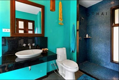 master-bathroom-inwards