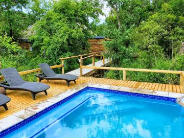 5--Swimming-Pool-Area