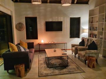 6-Lounge-at-night