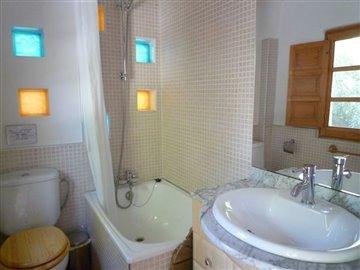 bathroomeaeefjpg20
