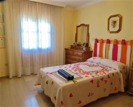 Image No.15-5 Bed House for sale