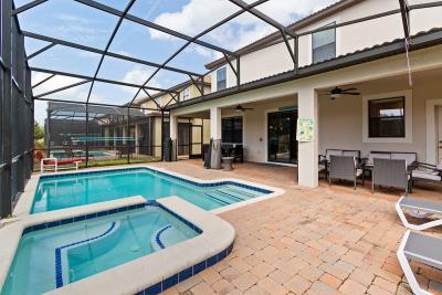 Swimming-Pool--Lanai--2-