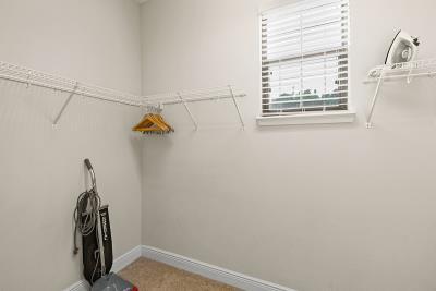 Master-Bathroom--Walk-In-Closet