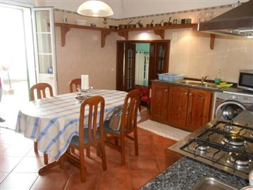Kitchen-and-dining-room-2-house-Ponta-do-Sol