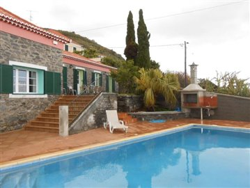 Swimming-pool-and-house-3-Ponta-do-Sol