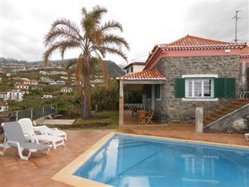 Swimming-pool-and-house-Ponta-do-Sol