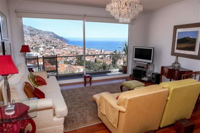 Dining-room-with-view-Funchal-3