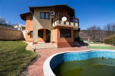 16177165714-bed-3-bath-house-with-pool-andsea