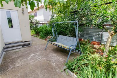 16258373712-storied-house-2-bedrooms-img3043