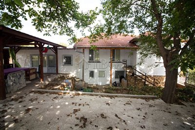 16347336022-bed-renovated-house-near-ruse-36