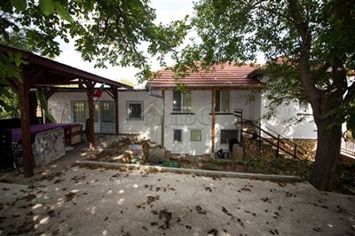 16347336002-bed-renovated-house-near-ruse-37