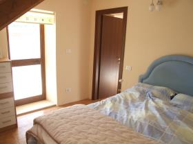 Image No.22-4 Bed Country Property for sale