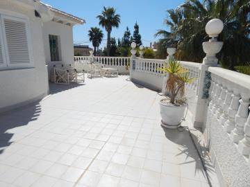 Property-for-sale-in-Cabo-Roig--41-