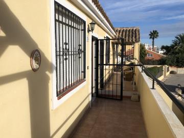 Property-for-sale-in-Villamartin-06