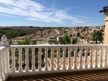 Property-for-sale-in-Villamartin--3-
