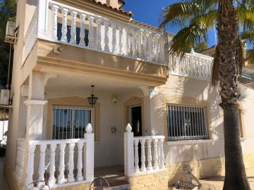 Property-for-sale-in-Villamartin-01