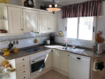 Property-for-sale-in-Villamartin-04