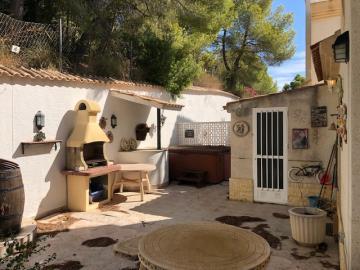 Property-for-sale-in-Villamartin-09