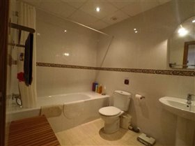 Image No.24-4 Bed Property for sale