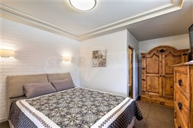 Image No.9-6 Bed Townhouse for sale