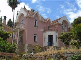 Monchique, Property