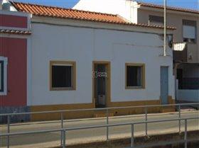 Ferragudo, Property