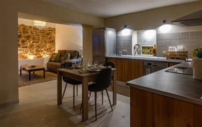 VIEWS-OF-OPEN-PLAN-KITCHEN-AND-LIVING-ROOM
