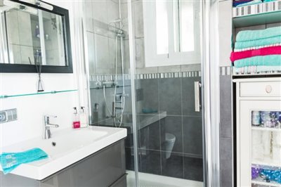 Shower-Room-3-2000x1333px