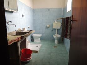 Image No.10-2 Bed House/Villa for sale