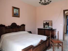 Image No.12-4 Bed Country House for sale